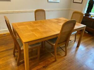 Beautiful Dining Table Set - light wood color (5 Piece), good condition