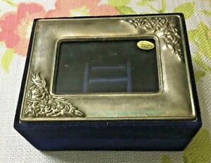 VINTAGE SMALL BOX VELVET AND SILVERTONE LID $6.99