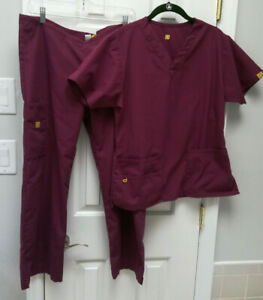 Spread Good Cheer Scrubs Set Burgandy Size Sp Top amp; Bottom Petite Small