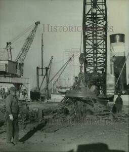 1939 Press Photo Magnet picks up scrap iron at port in Albany New York $19.99