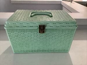 Vtg Wilson Wil Hold Green Plastic Basket Weave Craft Sewing Box Removable 2 Tray $29.99
