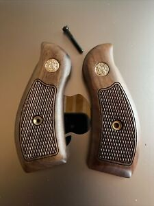 Smith amp; Wesson Samp;W K L Frame Round Butt Checkered Dymondwood Fact. Grips Brown