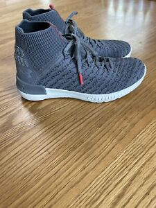 under armour shoes Womens 8.5 knit sneakers $30.00