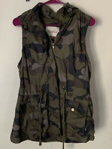 CAMOUFLAGE MILITARY WOMEN#x27;S HOODED CAMO VEST SIZE MEDIUM by SNOBBISH GREEN BROWN