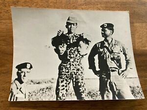 VINTAGE MILITARY ARMY B W PHOTOGRAPH SOLDIER HOLDING TWO HEADS DECAPITATION $10.00