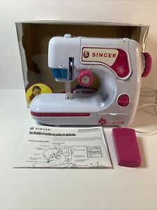 Singer Kids Chainstitch Sewing Machine A2203 Ages 6 Excellent Condition $24.99