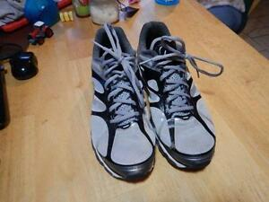 NIKE AIR MAX 2012 ATHLETIC RUNNING CROSS TRAINING SHOES 10 44 487982-010