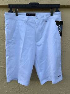 New Oakley men's short golf size 34