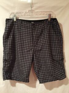 Oakley Casual Golf Chino Shorts MENS 34 Gray Black Plaid Recycled Polyester