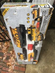 Toystate CAT 55650 Catapiller Construction Express Train Set New openDamaged Box