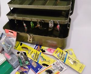 VINTAGE MY BUDDY METAL TACKLE BOX FULL OF FISHING LURES GEAR NEW FLATFISH WOODEN