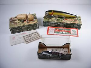 3 VINTAGE PFLUEGER WOOD FISHING LURES IN BOXES