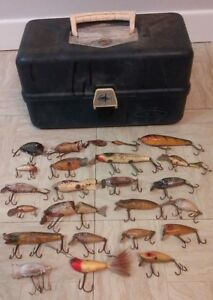 Lot of 23 Vintage Fishing Lures W Old Pal Tackle Box Heddon Garrett Punkinseed