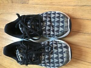 Toddler Boy's Under Armour Size 12 Sneakers