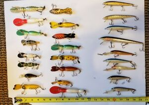 Vintage Fishing Lures-Mixed lot wooden plastic more...