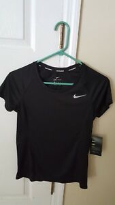 NIKE DRY Women's size: XS Dri-Fit Training  Running T Shirt new with tag black