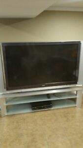 60 inch sony wega tv lcd good condition great sound a few blue spots