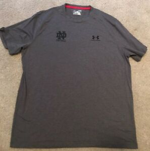 USED TEAM ISSUED NOTRE DAME FOOTBALL LOOSE HEATGEAR UNDER ARMOUR SHIRT XL