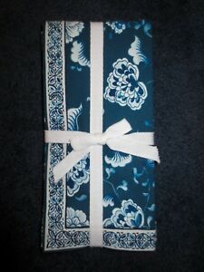 New Williams-Sonoma Set of 4 Seoul Fan Napkins Blue White Design Free Ship NWT