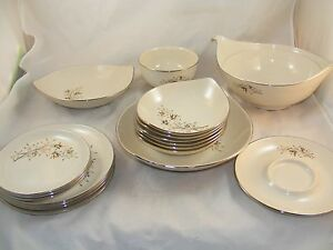 18pc Dining Set Plates Holiday Heirloom Fine China Autumn Holiday MADE IN USA