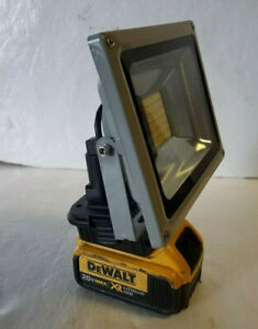 Brand New Dewalt 20v Compact Battery Floodlight Torch Light Pure White 27W 30W