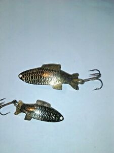 OLD LURES WE HAVE TWO SIZES OF GOLDS FIGHTING FISH LURES 1 1 2 INCH AND 2 INCH.