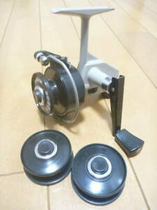 ABU GARCIA ABU Cardinal 3 beautiful goods with 2 spare spools