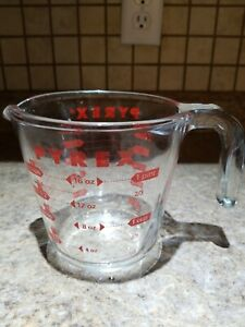 Pyrex Prepware 2-Cup Measuring Cup Red Graphics Clear