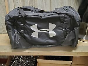 Under Armour XL Undeniable Duffel Black 1301392 001 Water Resistant New W tags $35.00