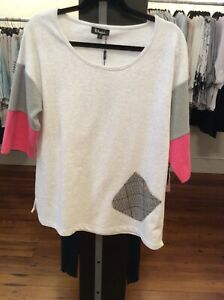 Small Design Top in Gray Pink etc. Retail $69