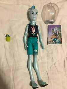 Gil Webber Monster High Skull Shores Complete W Accessories Great Condition $25.00
