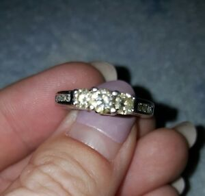beautiful engagement ring $600 size 6 only worn 5 months!
