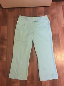 NWOT Women's Nike Golf Dri-Fit Performance Crop Capri Pants Size 12 Aqua