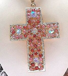 BETSEY JOHNSON BEAUTIFUL CRYSTAL INLAY PINK CROSS PENDANT CHAIN NECKLACE