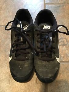 Nike Youth Cleats Size 4 Black $12.00