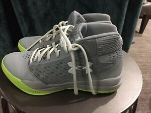 Under Armour Girls Gray Womens Basketball Athletic Shoes Size 8.5 Perfect