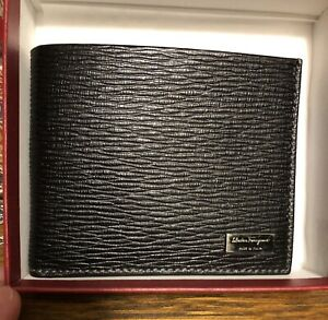 New Auth Salvatore Ferragamo Men Bifold Pebbled Leather Wallet Logo