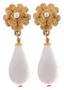 vintage chanel gripoix earring........classic and in great condition $395.00