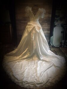 Vintage Elegant Studio Collection Wedding Dress Women's Size 8 With Train White
