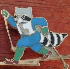 Vintage Old Time Downhill Cross Country Skiing Raccoon Golden Lapel Hat Pin