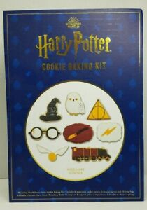 HARRY POTTER COOKIE BAKING KIT COOKIE CUTTERS WIZARDING WORLD $23.95