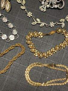 Vintage Signed Jewelry lot 21 pieces 50#x27;s 60#x27;s $46.00