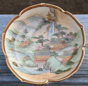 Antique Japanese Satsuma Small Hand Painted Scalloped Scenic Bowl Dish Signed