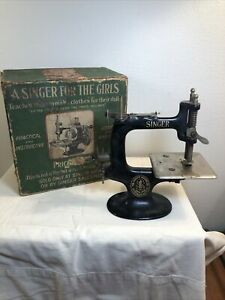 Singer For The Girls Vintage sewing machine In Box $52.99
