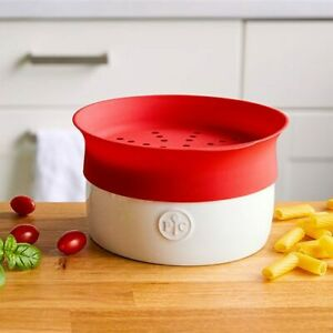 Pampered Chef Microwave Pasta Cooker with Silicone Lid