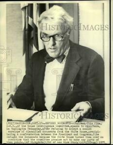 1975 Press Photo Otis Pike of House Intelligence Committee speaks to reporters