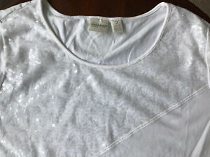 Chicos sz 2 Shirt White Sequined Knit Stretch Top 12 14 3 4 Sleeve NICE Zenergy $15.50