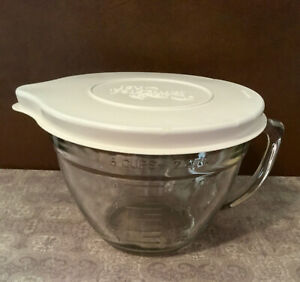Pampered Chef 2 Liter 2 Quart 8 Cups Measuring Bowl With Lid