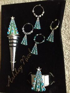 Wine Essentials Stopper And Set Of Charms Christmas