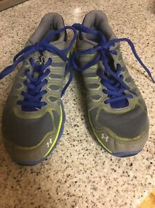 Boys Youth Size 3Y Gray Under Armour Mesh Running Shoes